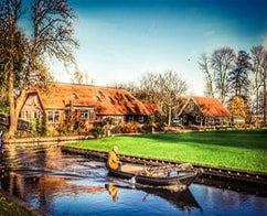 Full Day Escorted Tour to Giethoorn