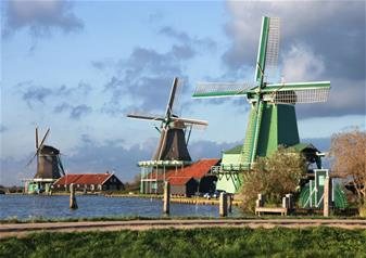 Half Day Tour to Volendam, Windmills & Fishermen's Village in Marken with Guide