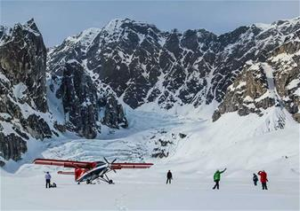 Southside Explorer Flightseeing Tour with Glacier Landing from Talkeetna Airport