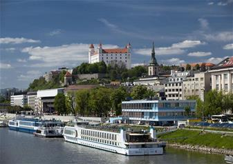 Full-Day Bus Tour of Bratislava from Vienna with Lunch