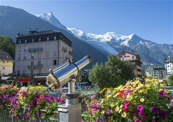 Day Trip to Chamonix Ski Resort with Aiguille du Midi Cable Car