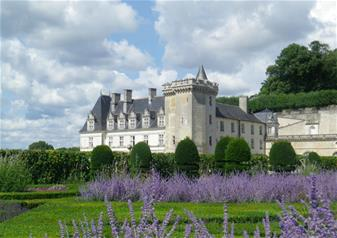 Chateaux & Wines of the Loire Valley and Overnight Stay in 2-star Hotel in Loire Valley