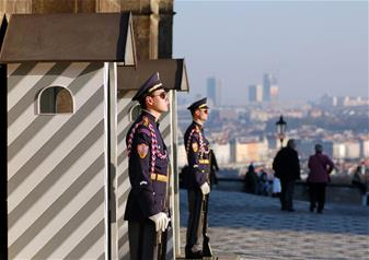 Grand City Tour and Changing of the Guard in Prague