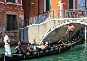 Gondola Ride and Serenade in Venice
