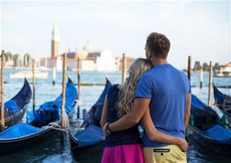 Tête a Tête: A Romantic Evening in Venice