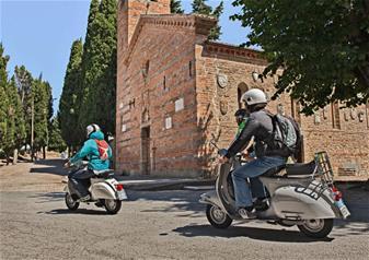 Vintage Vespa Tour with Wine Tasting in Verona