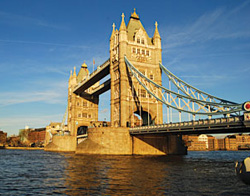 See London Bridge with GoldenTours