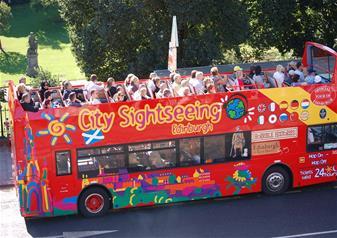 Day Trip to Edinburgh with Bus Tour & Edinburgh Castle Entry