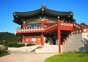 Full Day Royal Palace Visit and Shopping experience in Seoul with Round Trip Transfers