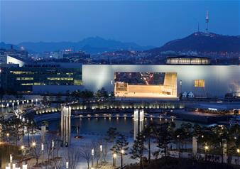 Guided Tour of Secret Garden and National Museum in Seoul with Return Trip Hotel Transfers