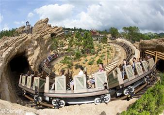 One day Tour of Hong Kong Disneyland including Hotel Pick-up Service
