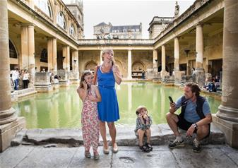 Windsor Castle, Stonehenge, Lacock and Bath with Free Lunch Pack