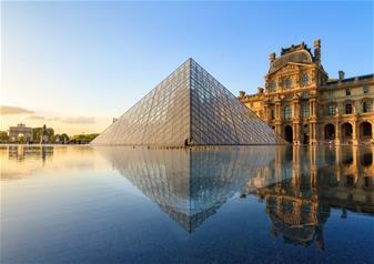 Romantic Paris Day Trip with Louvre & Lunch at Le Bistro Parisien