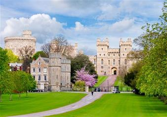 Small Group Tour of Windsor and Entry to Roman Baths and Stonehenge