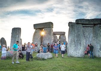 Small Group Tour with Entries to Windsor Castle & Stonehenge & Leisure Time in Bath