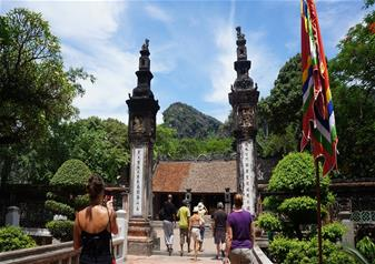 Tour of Ancient Capital Hoa Lu & Tam Coc in Ninh Binh with Hotel Transfers