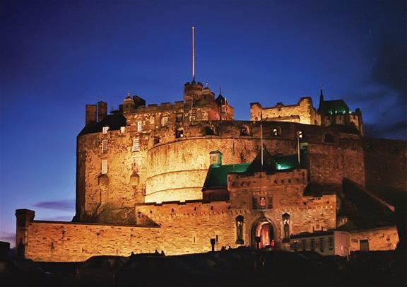 Explore Scotland With Edinburgh Overnight Tour From London