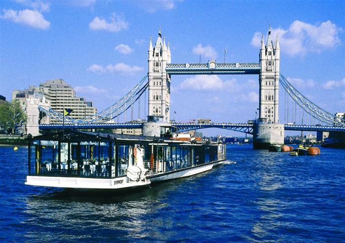 Bateaux London Classic Lunch Cruise On The Thames River