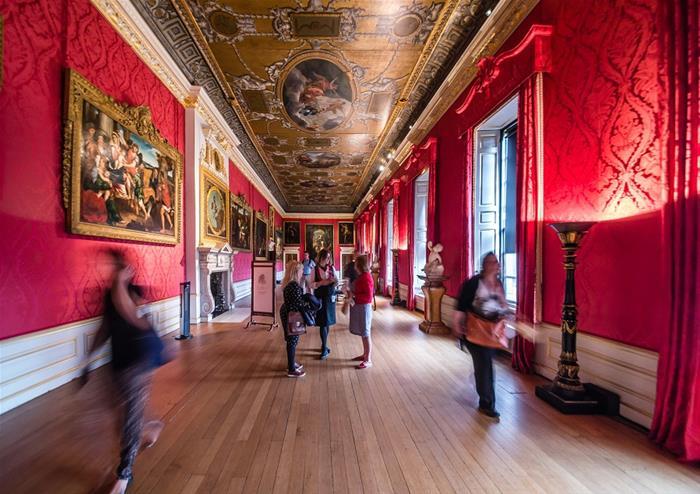 Buckingham Palace And Kensington Palace Golden Tours