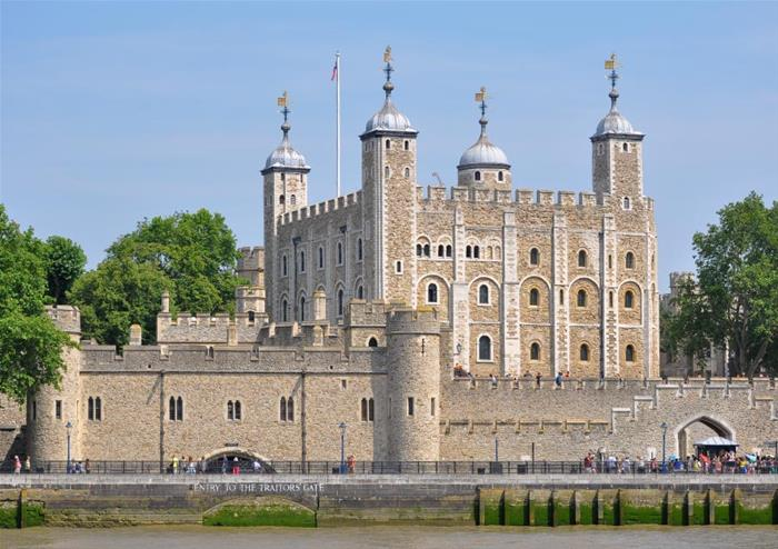 Hop-on Hop-off London Bus Tour – 24 hr Ticket & Tower of London + FREE extra 24 hrs