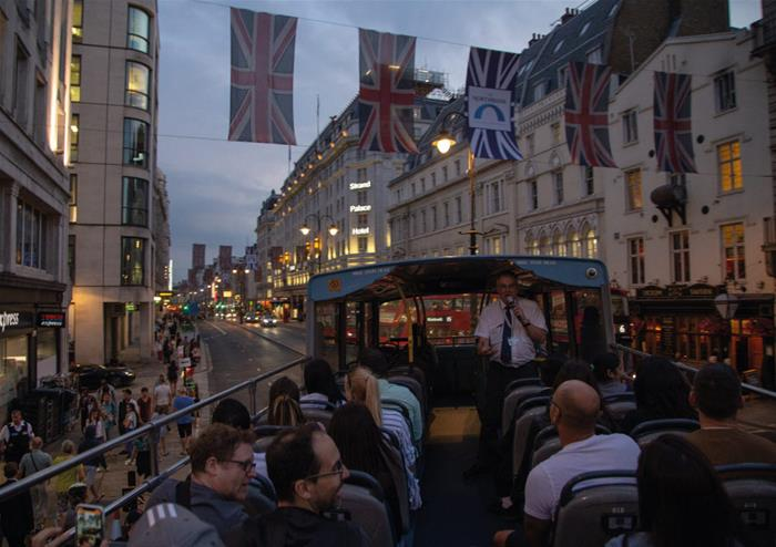 Open top buses – Golden Tours London by night at Xmas