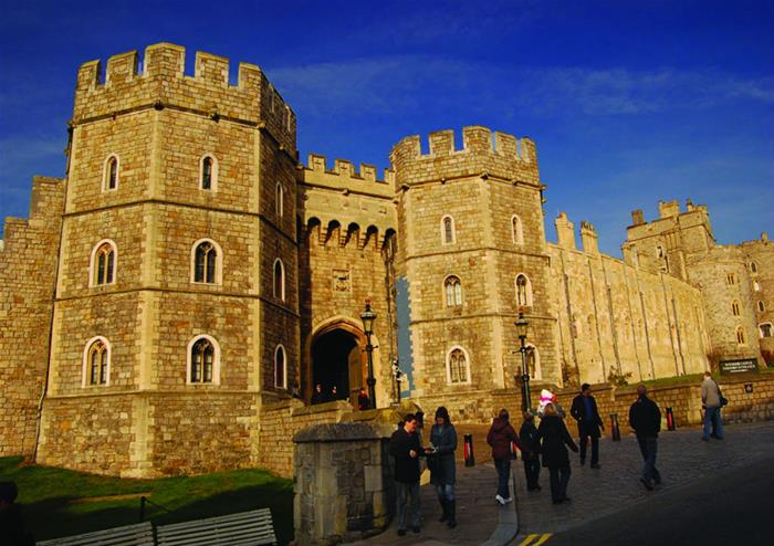 Day Trip To Windsor By Rail With Open Top Bus Tour