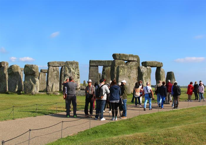 Discover Stonehenge and Bath Tour from London