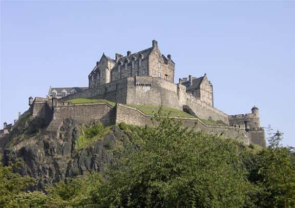 Day Trip to Edinburgh (Scotland) with Edinburgh Castle & Bus Tour - First Class