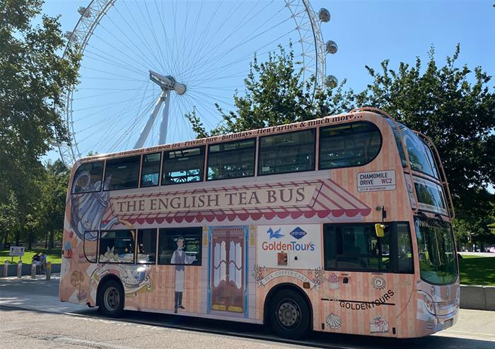 Evening tour of London with a selection of desserts and wine