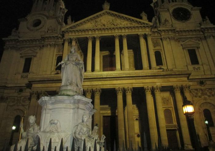 Ghastly Ghost Tour - Meet the Streets