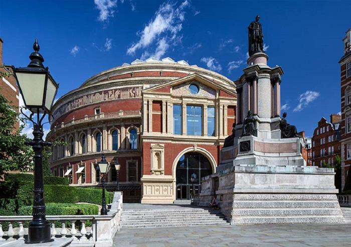 Royal albert hall grand tour golden tours london for Door 12 royal albert hall