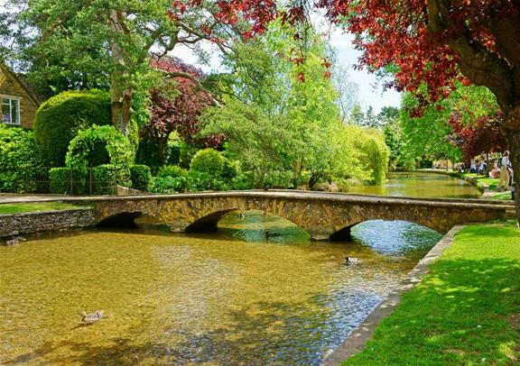Small Group Tour to City of Oxford Stratford Cotswolds