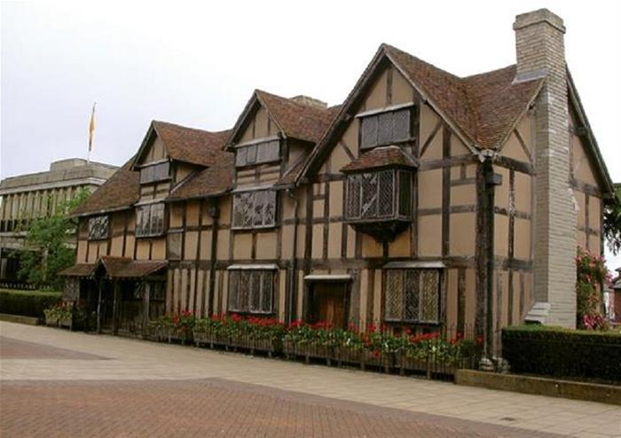 Small Group Tour to Oxford, Stratford & Cotswolds with Entries