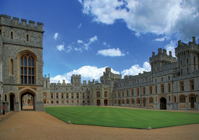 Stonehenge Windsor Castle Amp Oxford Tour From London Golden Tours